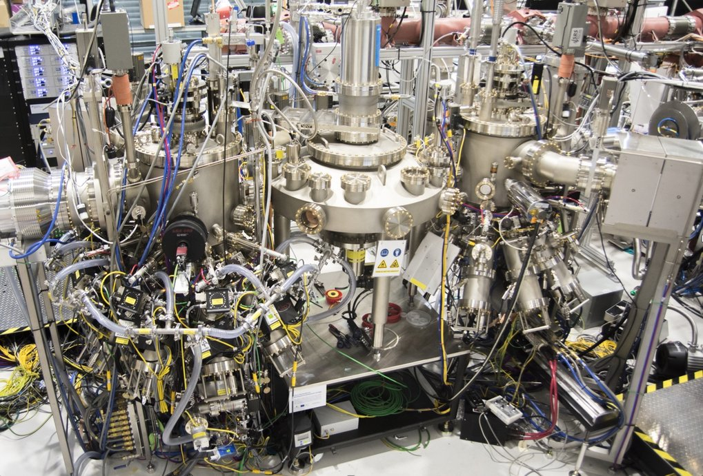 Thanks to the EFRE support, the NISE department is going to acquire an ultra-high vacuum molecular beam epitaxy plant dedicated to grow and study Oxyde and Nitride thin films. The combination of these materials will offer new insights not only for basic research but also for innovative applications.